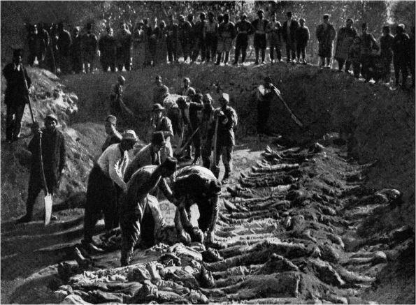 קבר אחים. חללי אחד ממעשי הטבח באמרנים ב-1895 מובאים לקבורה